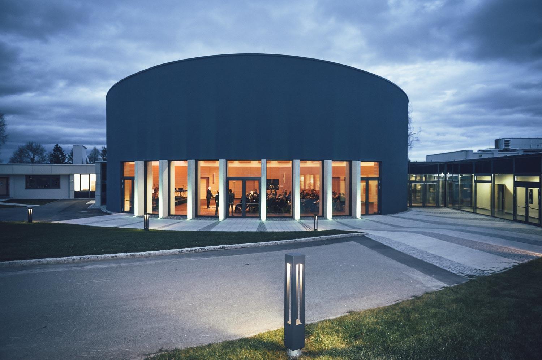 Konzertsaal der Bundesakademie für musikalische Jugendbildung Trossingen bei Nacht