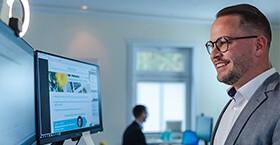 Digitale ANTRAGO Konferenz: Kundenservice-Mitarbeiter hält einen Vortrag