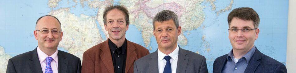 Im November 2017 unterzeichneten Geschäftsführer Ralf Rössler (3.v.l.) und Rektor Prof. Dr. Folker Roland (2.v.l.) in Anwesenheit von Prof. Dr. Can Adam Albayrak (1.v.l.) und Prof. Dr. Thomas Leich den Kooperationsvertrag zwischen der RR Software GmbH und der Hochschule Harz.