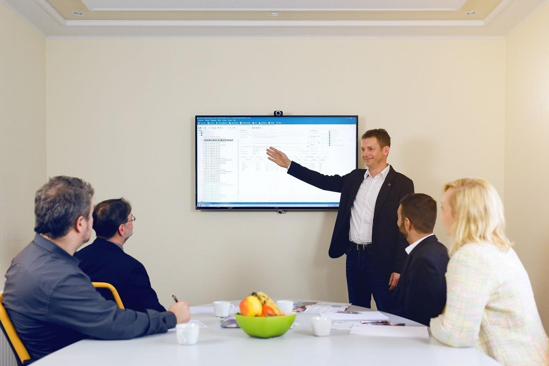 RR Software GmbH_Präsentation am Bildschirm