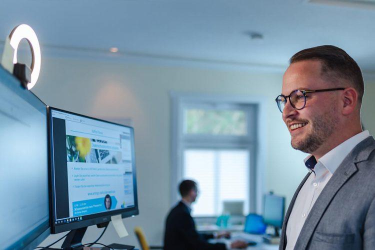 Daniel Roschmann (Kundenservice) hatte viele Tipps zum Reporting vorbereitet - Digitale ANTRAGO Konferenz 2020