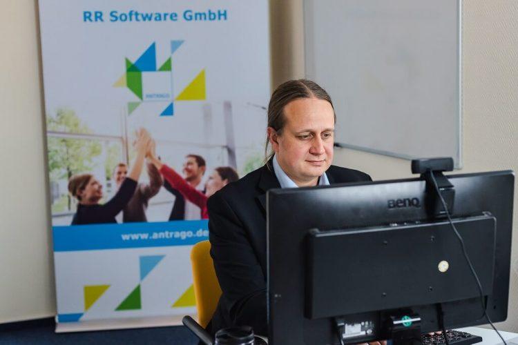 Die Referenten blieben auch nach dem Webinar für Rückfragen im Chat - Digitale ANTRAGO Konferenz 2020